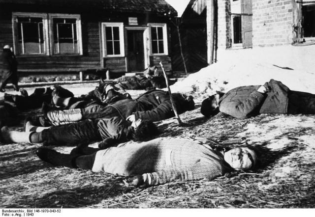 Bundesarchiv_Bild_146-1970-043-52,_Russland,_bei_Minsk,_tote_Zivilisten.jpg