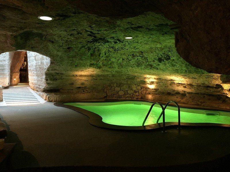 Indoor-Pool-Keller-Beleuchtung-lueftet-Deckenleuchten.jpg