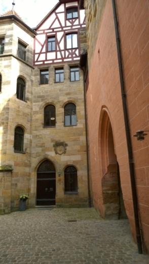 Schloss-Durchgang.jpg