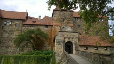 Schloss_Eingang.jpg