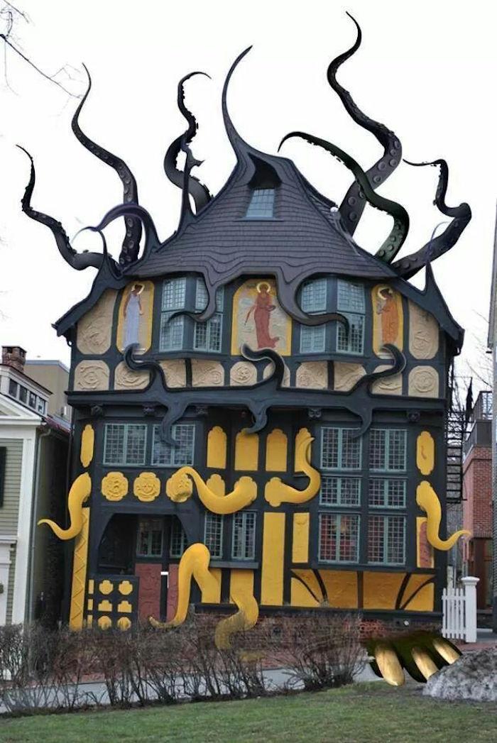 3e45dbb0424f97d50c98b8e8db1badc6--weird-houses-unusual-houses.jpg