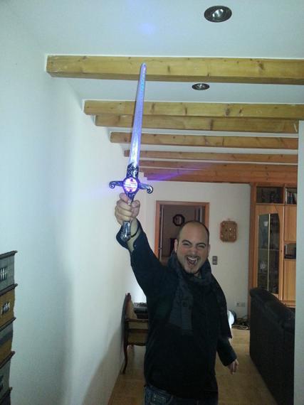 Vom Neffen das Schwert geklaut .jpg