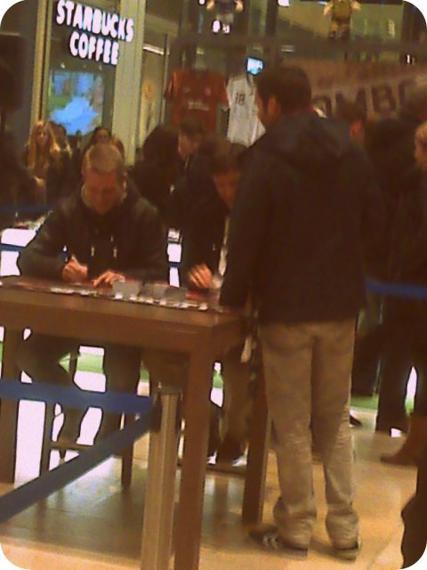 Autogrammstunde mit Ebbers und Bruns (10).jpg