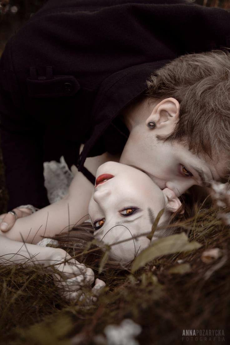 475ae6cdf0741fe01fa10c4bb7ecf722--sexy-vampire-vampire-art.jpg