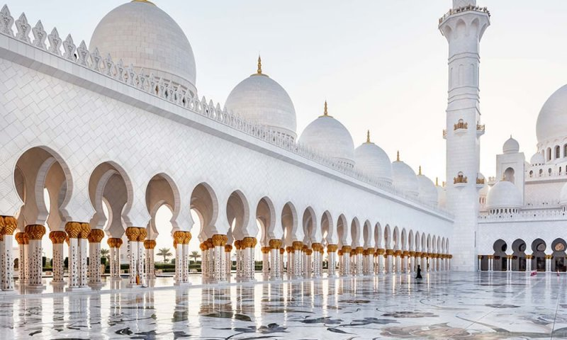 Expert-Tourist-Guides-for-UAE-Trips-Lovers.jpg