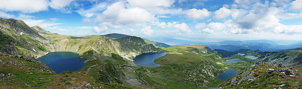 1000px-Rila_7_lakes_circus_panorama_edit2.jpg